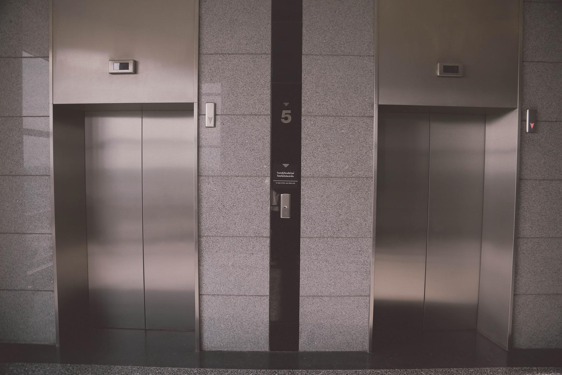 Due minuti terribili: quando l'ascensore fa paura